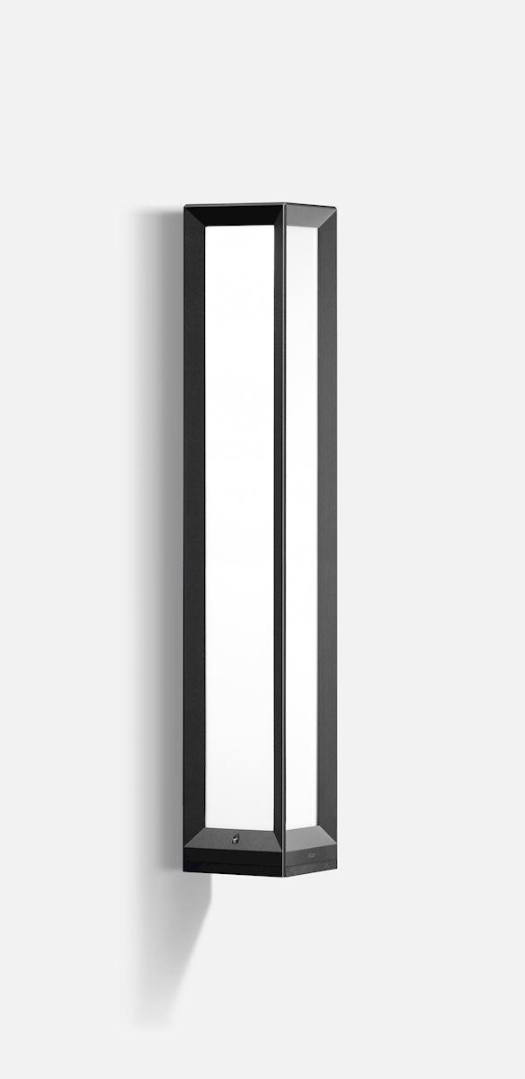 Linear wall luminaire